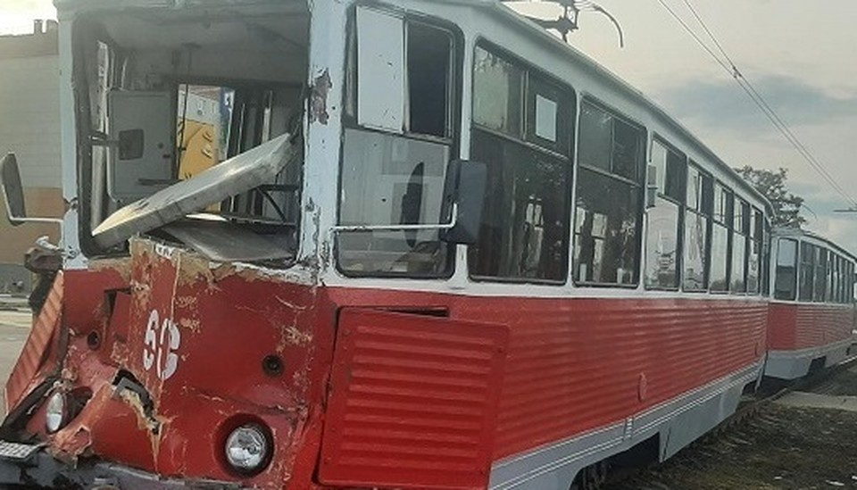 В Старом Осколе два пассажира трамвая пострадали при столкновении с грузовиком.