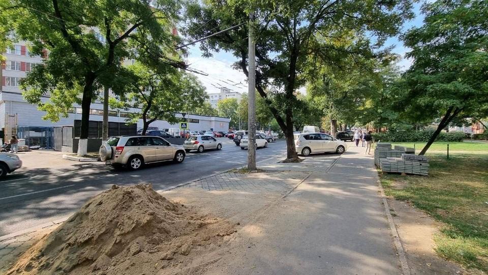 Идут работы в сквере на пересечении улицы Академическая и Хынчештского шоссе. Фото: t.me/ionceban