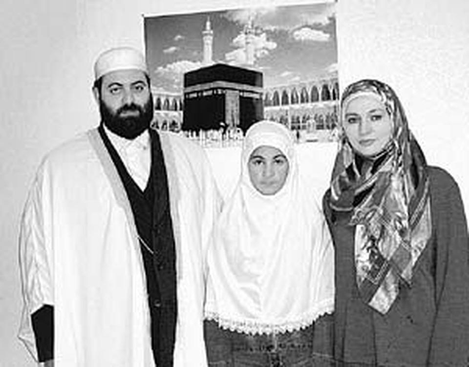 Думал ли вчерашний студент Висам Али Бардвил, что станет муллой? Мечтали ли его жена и дочь надеть платки?
