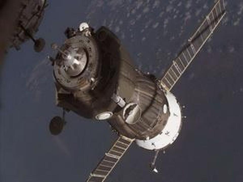 Сейчас  «Союз ТМА-16» присоединен к модулю «Поиск» штатно в ручном режиме