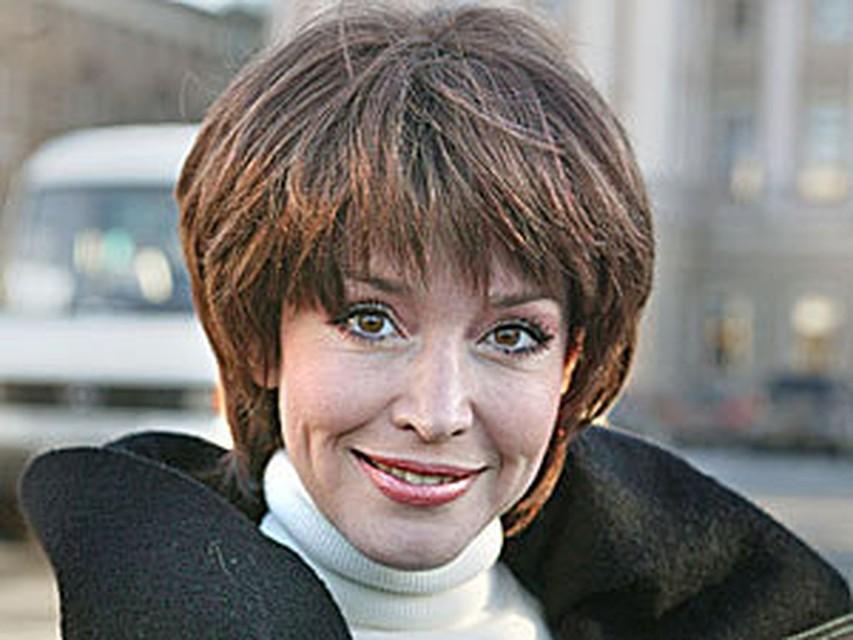 Неизвестные похитили с могилы Анны Самохиной ее фотографию | 640x853