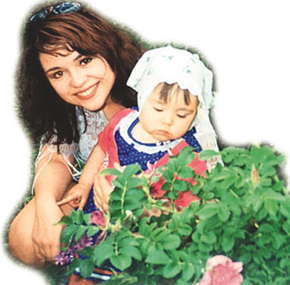 Изнасилованная фондовцами Наташа Ковалева с дочкой Леночкой.