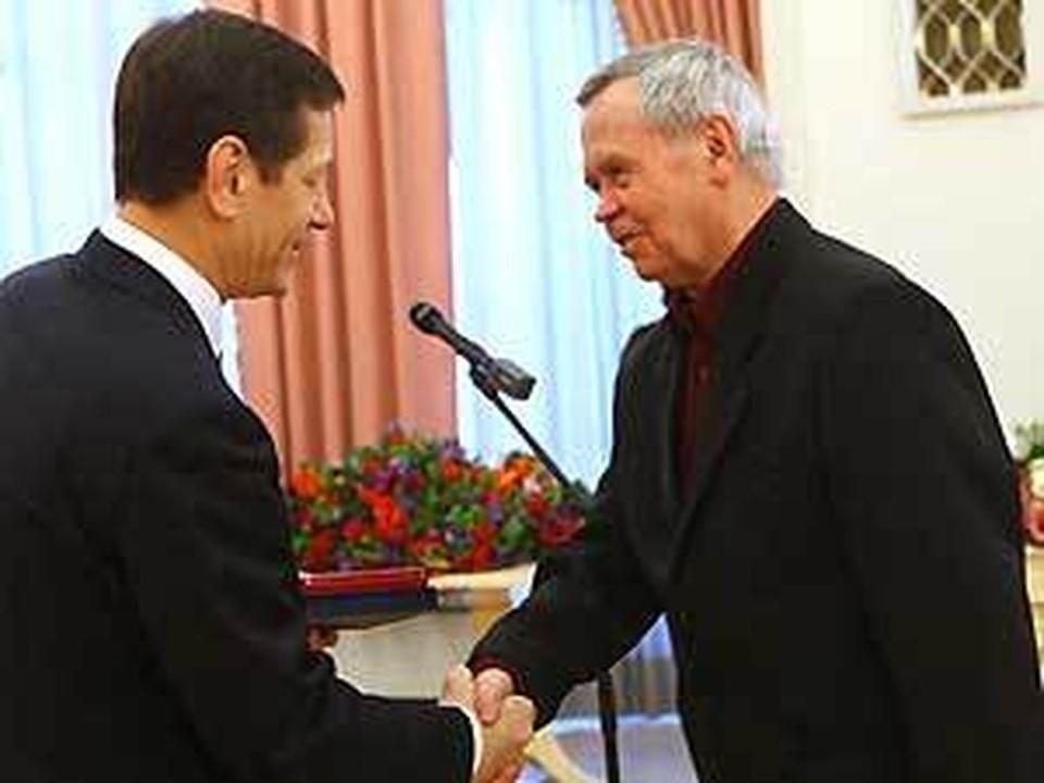 Валентин Распутин и Даши Намдаков получили премии Правительства России. Фото пресс-службы Правительства Российской Федерации.