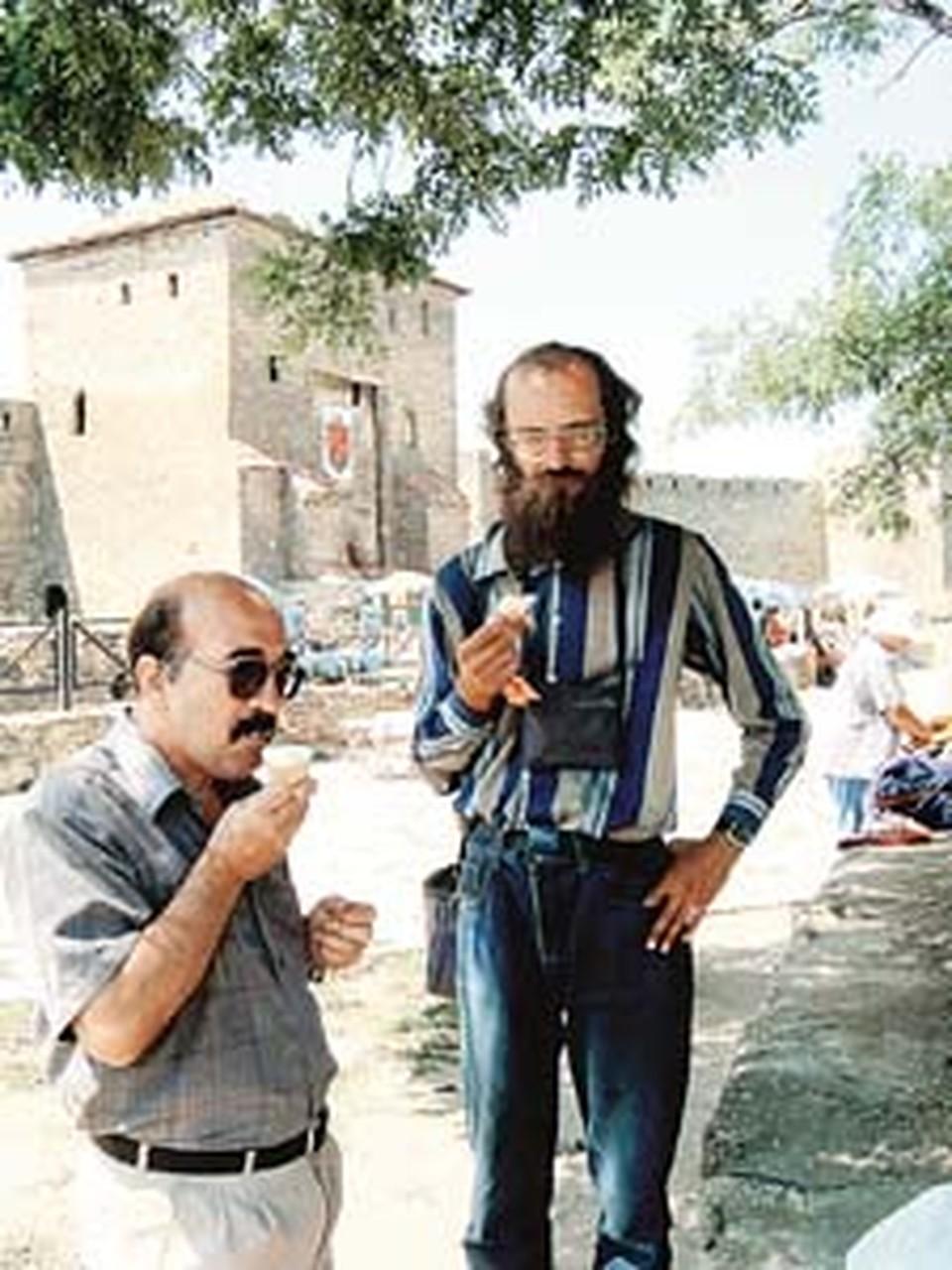 Геолог Константин Пронин (слева) и аномальщик Андрей Перепелицын готовы спасти жителей Белгорода от подземной напасти.