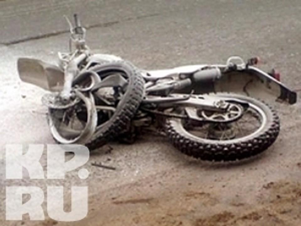 Мотоциклист погиб после столкновения с трактором в Вологде.