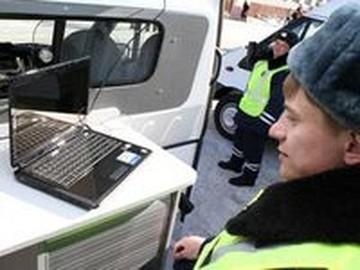 Инспектора ДПС ловят штрафников по черному списку