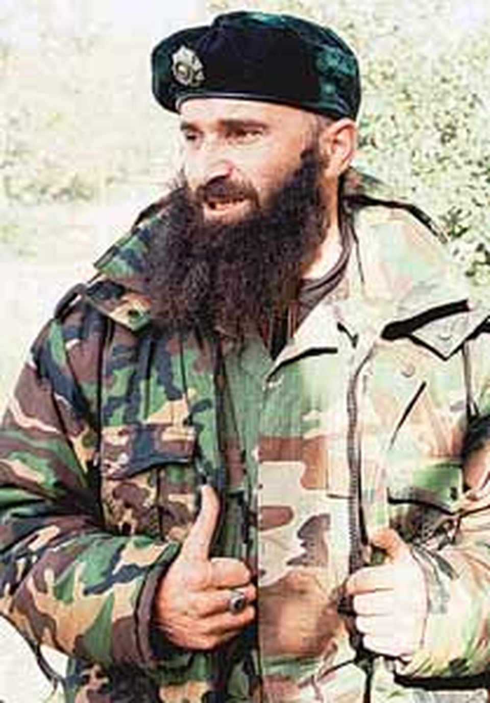 Лидер чеченских боевиков Шамиль Басаев