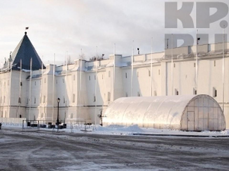 Обустройство катка на Кремлевской площади идет полным ходом