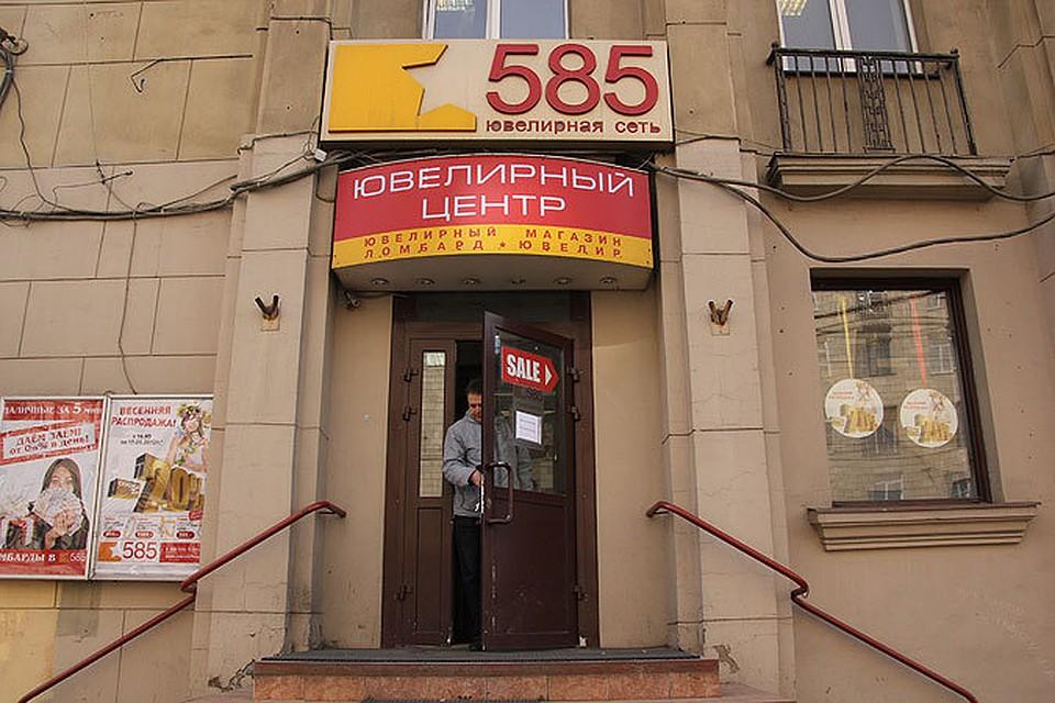 267f758e484d Налетчики в белых халатах ограбили ювелирный магазин через дыру в потолке