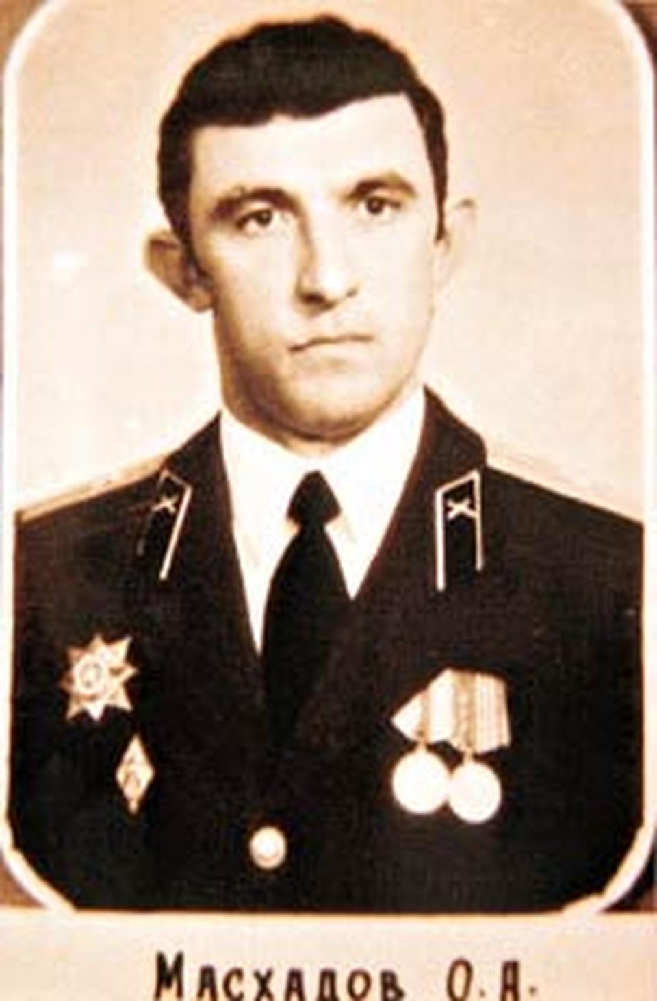 Майор Советской Армии Масхадов обещал не держать сослуживцев на мушке.