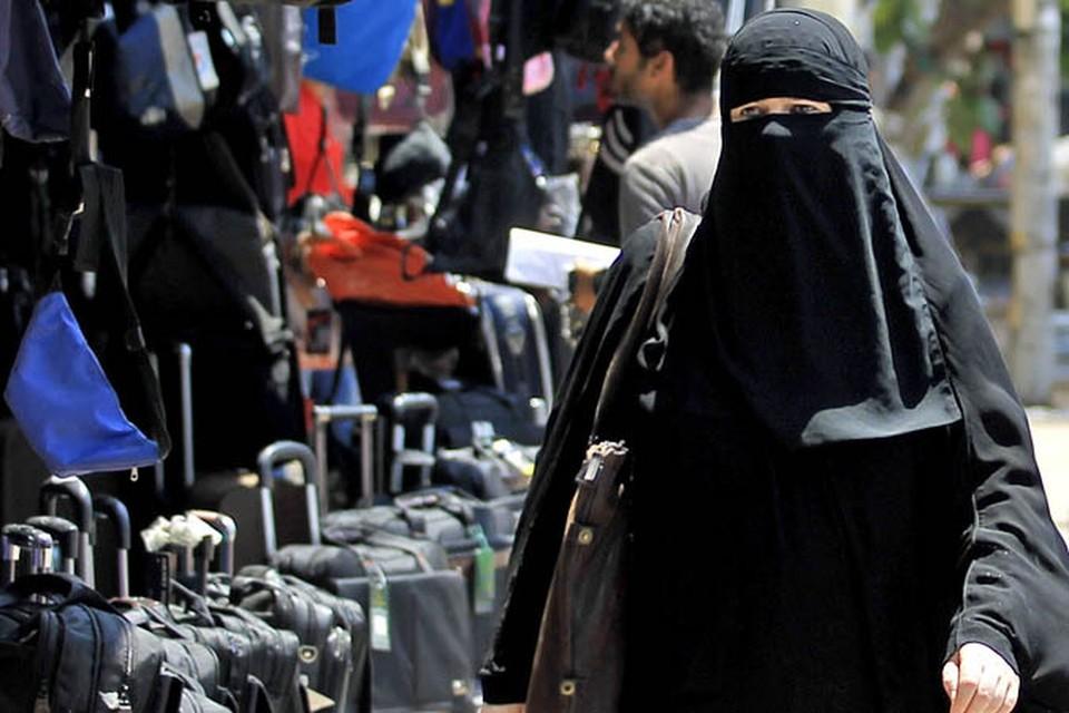 В ближайший месяц Арабские эмираты - не лучшее место для чревоугодия и шоппинга: с 20 июля начался священный месяц Рамадан.