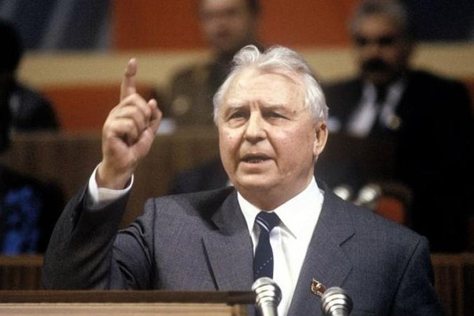 Е. Лигачев: - Я Ельцина из партии вычистил! И религиозных буржуев вычищу!