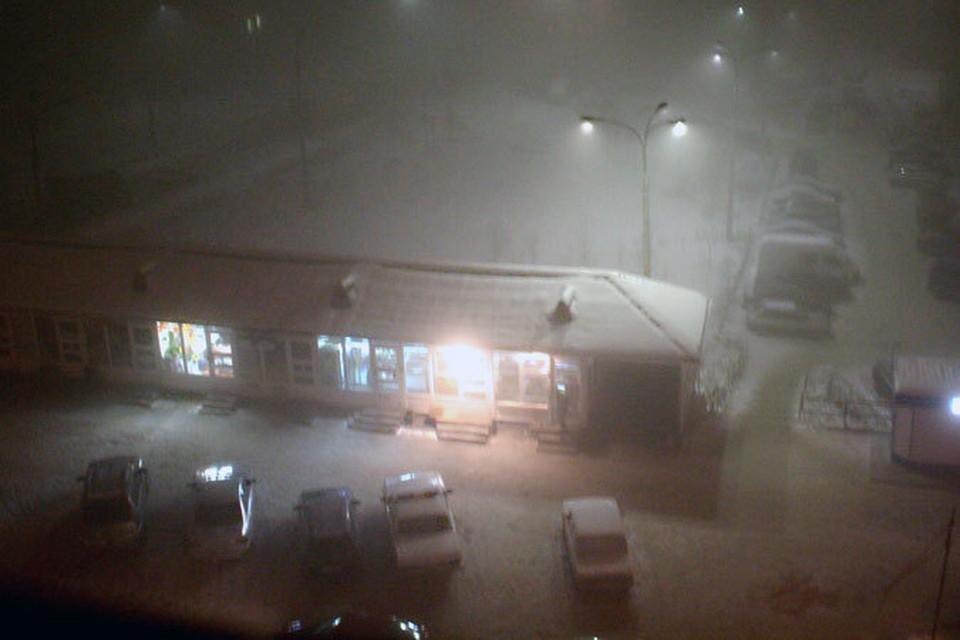 Что скрывать: в Полярную ночь города Мурманской области выглядят мрачновато. Словно и правда настал конец света.