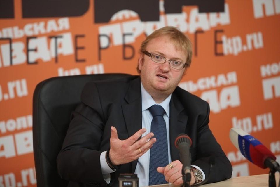 Виталий Милонов лаконично ответил, что он думает о звездах.