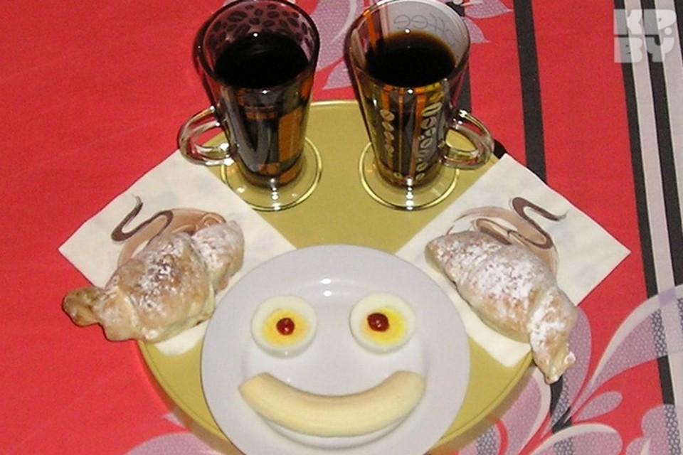 Фотоконкурс «Завтрак в постель»: булочки-рогалики и кофе