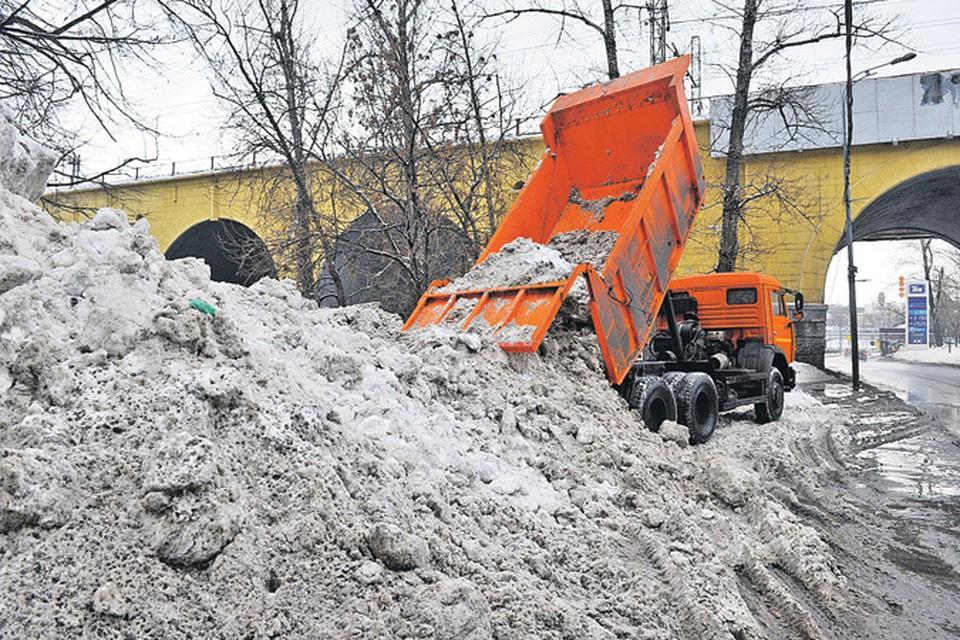 Сыромятническая набережная:  осадков выпало так много, что снегоплавильные пункты и дворники просто не справлялись.