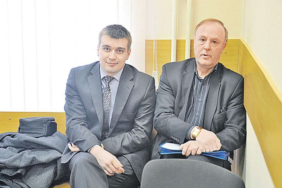 Председатель ЖСК Александр Солодченко (справа) превратил суд в фарс.