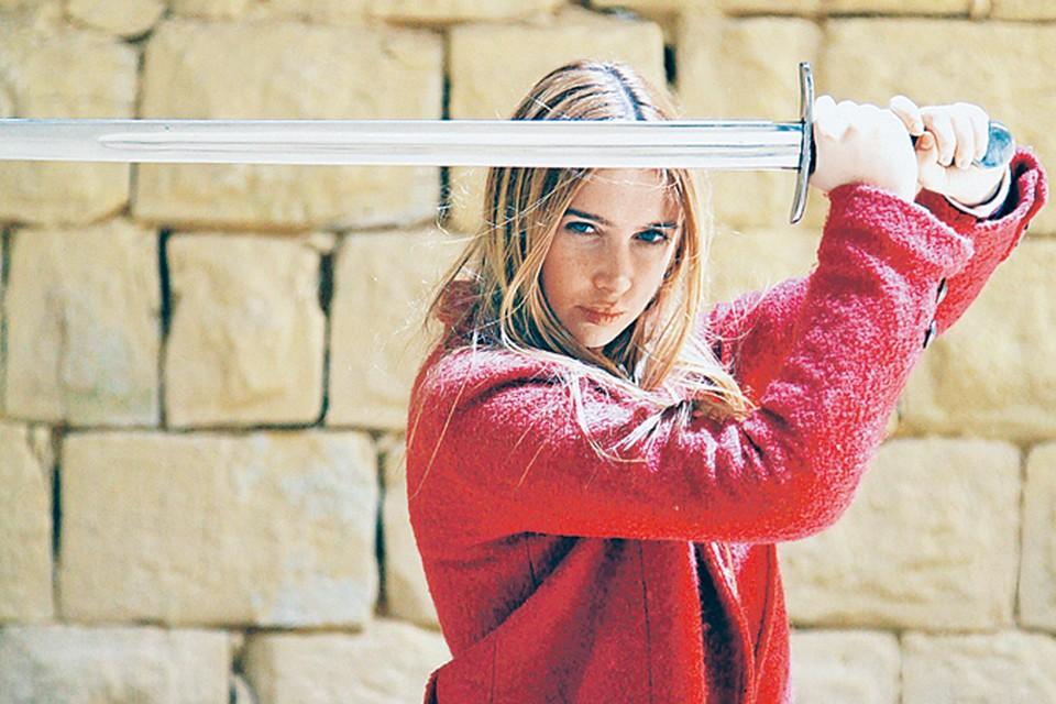 Анна Андрусенко ради роли всериале взялась за холодное оружие. Теперь с четырехкилограммовым мечом девушка на ты.