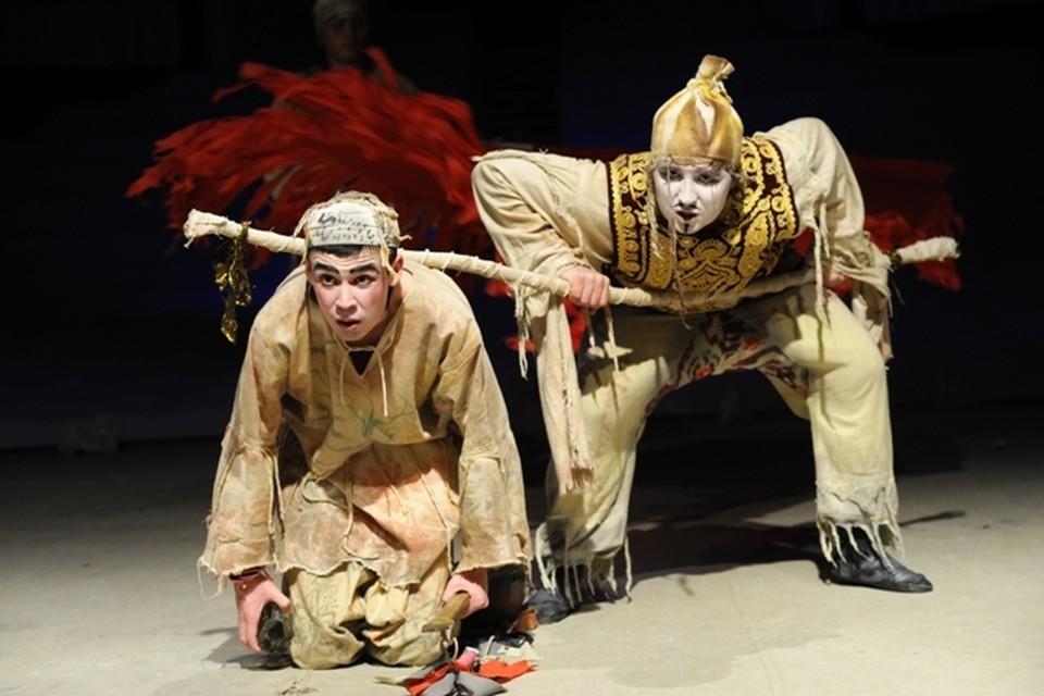 Со спектаклем «Ашик Кериб» Альметьевский театр вырвался из привычного круга театральных идей и вышел на международное театральное пространство.