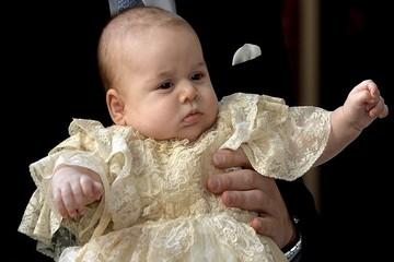 Почему принца Джорджа крестили в женском платье?