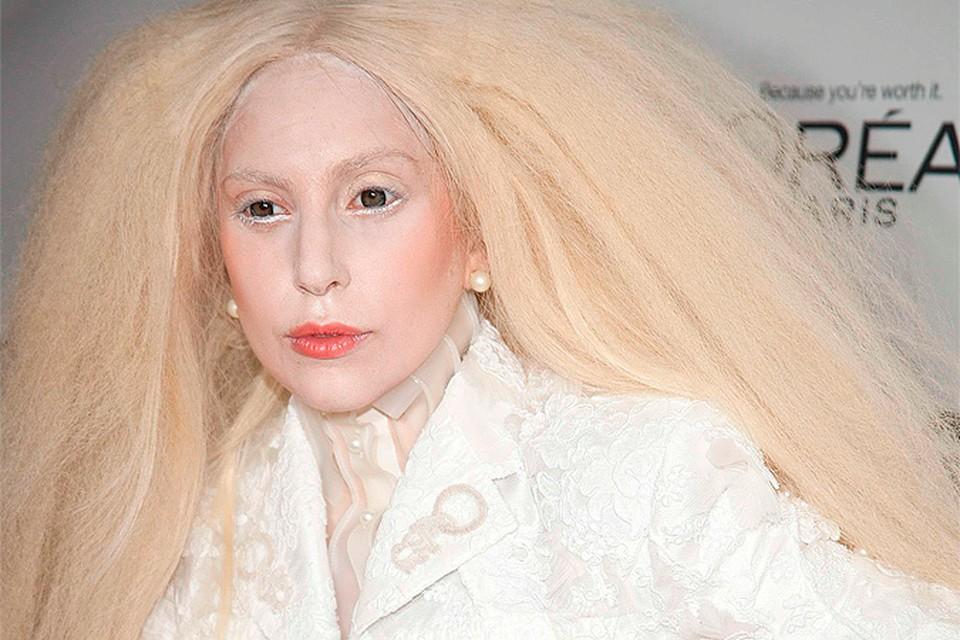 В связи с выходом нового альбома Леди Гага вновь замелькала на экранах. Дама меняет свой имидж как перчатки!