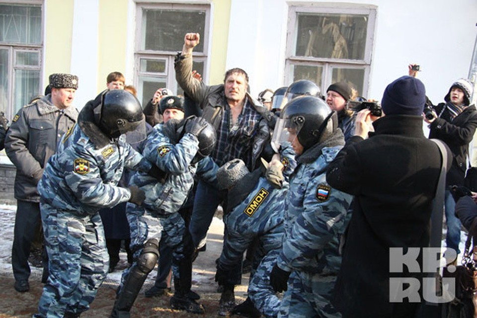 """После этого снимка в """"Комсомолке"""" оппозиционера Николая Савинова прозвали Халком."""