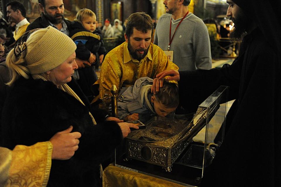 Большинству представителей «либеральной интеллигенции» привезенные в Москву «дары волхвов» встали, буквально, поперек