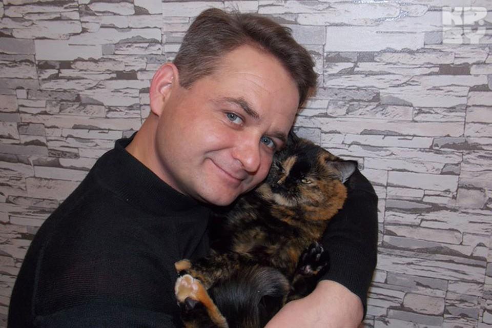 Дмитрий признался, что кошка - первый и самый верный дегустатор сосисок и вареной колбасы.