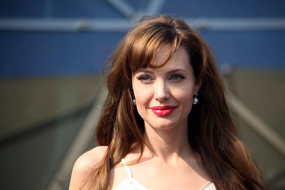 Любительница орешков Анджелина Джоли никогда не отличалась аппетитом