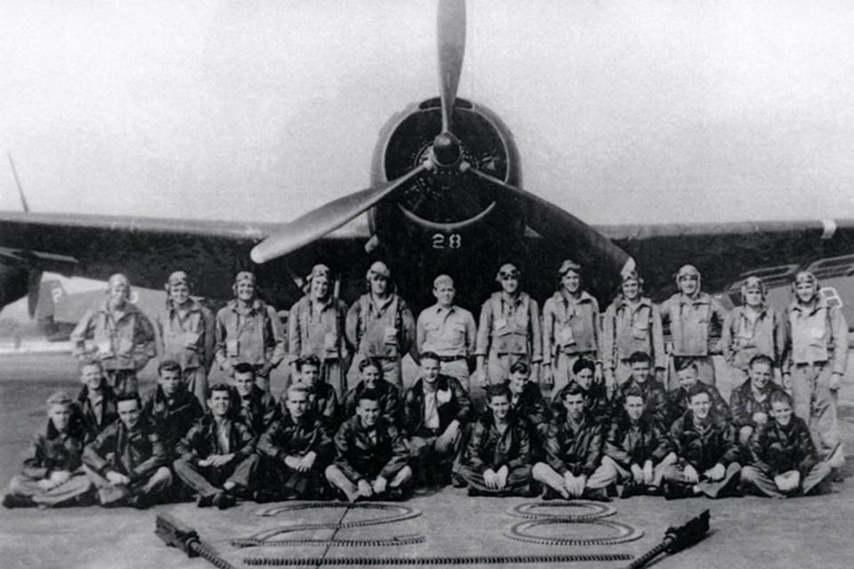 Американские летчики снялись рядом с одним из бомбардировщиков Grumman Avenger, перед тем как исчезнуть вместе с ним в Бермудском треугольнике.