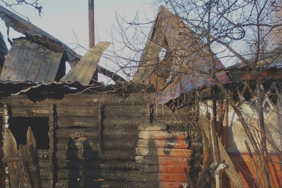 Дом площадью 80 квадратных метров был уничтожен пожаром.