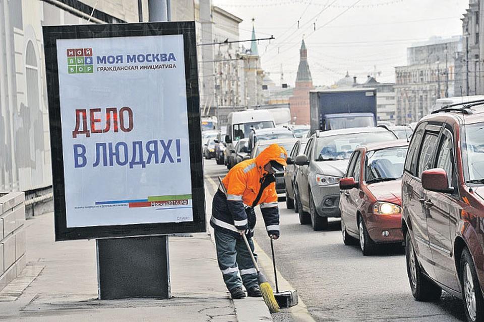Примерно две трети зарплаты мигранты отправляют на родину. Во многих странах СНГ денежные переводы из России - один из основных источников дохода.