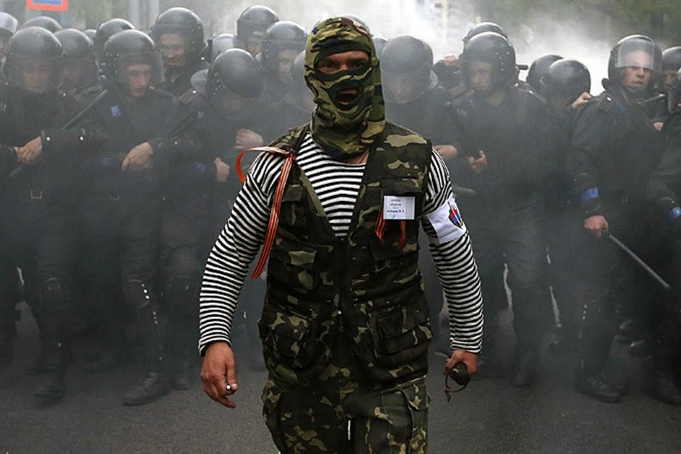 После марша антимайдановцы прибыли к зданию прокуратуры, которую собрались брать штурмом