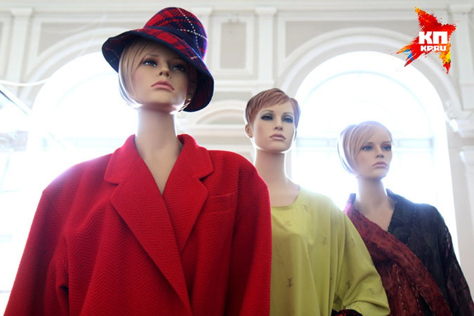 Александр Васильев привез свою коллекцию винтажных платьев в Иркутск.