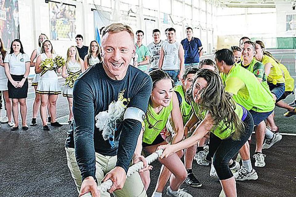 Министр Дмитрий Ливанов сам готовится сдать нормы ГТО. На прошлой неделе он выступал на спортивных соревнованиях на приз ректора Бауманки за команду студентов.