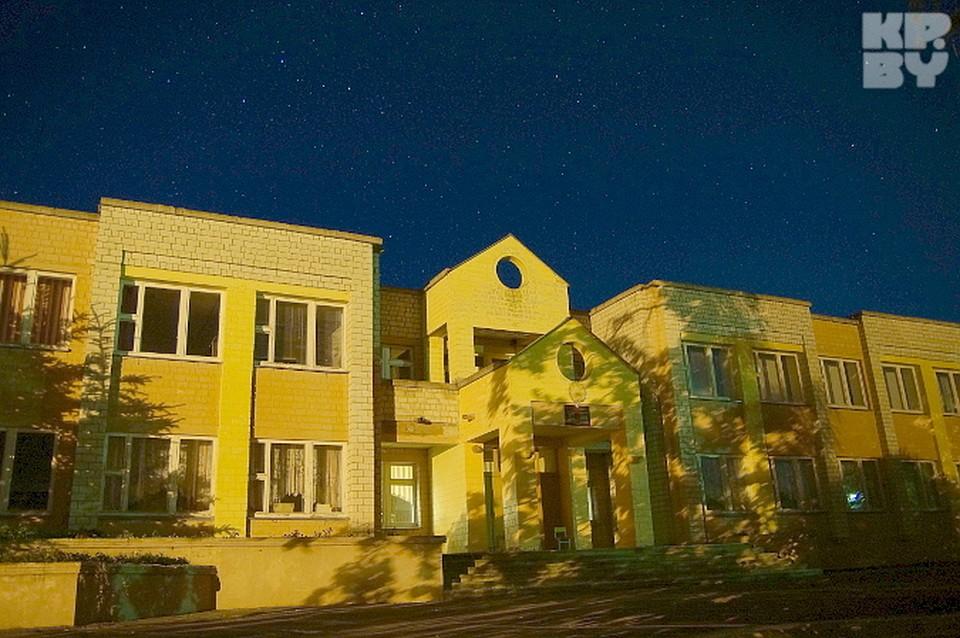 Ночью здание живет своей жизнью