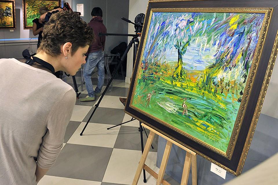 Открылась третья выставка картин Евгении Васильевой