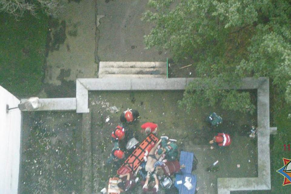 Парень упал с балкона минской многоэтажки.