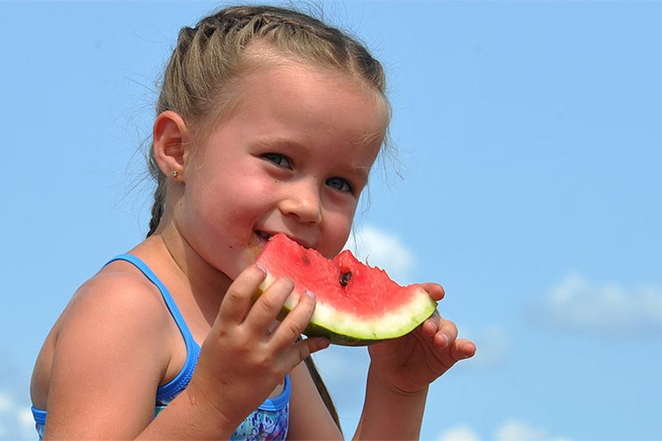 «Комсомолка» выясняла, как правильно выбрать пузатую ягоду и не рано ли ее покупать в июле