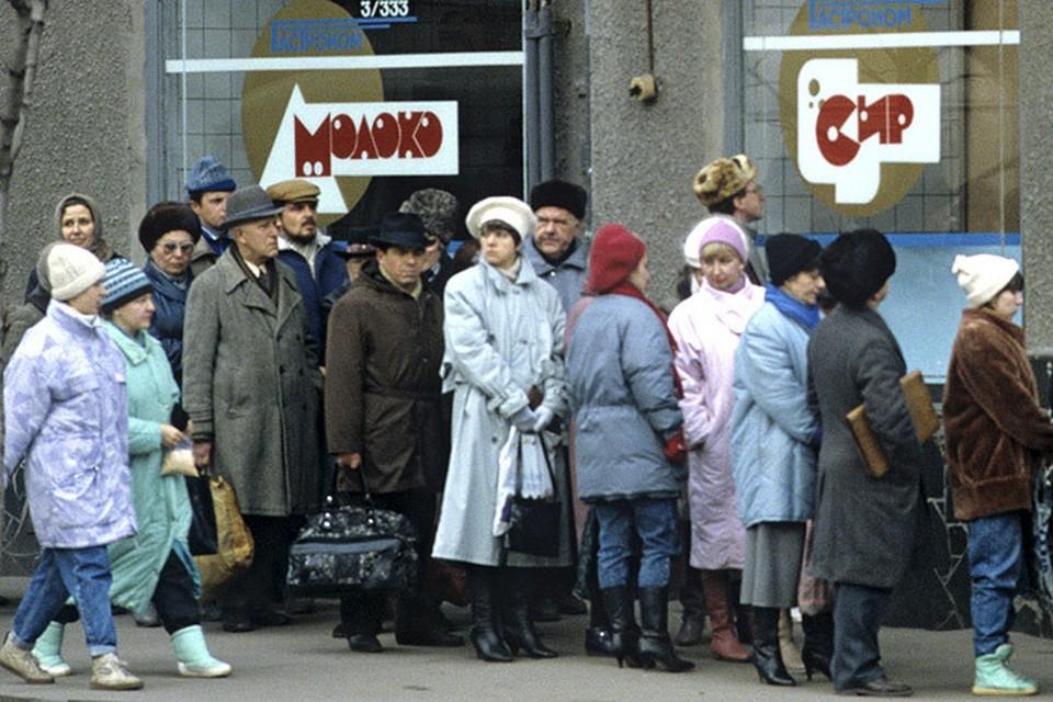 """После введения торговых санкций многие россияне вспомнили """"светлые времена"""" очередей за колбасой"""