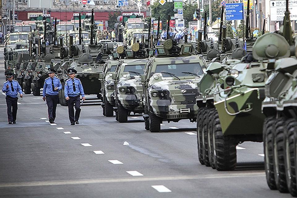Бронетехника украинской армии на параде в честь Дня независимости страны. ФОТО: Олег ТЕРЕЩЕНКО