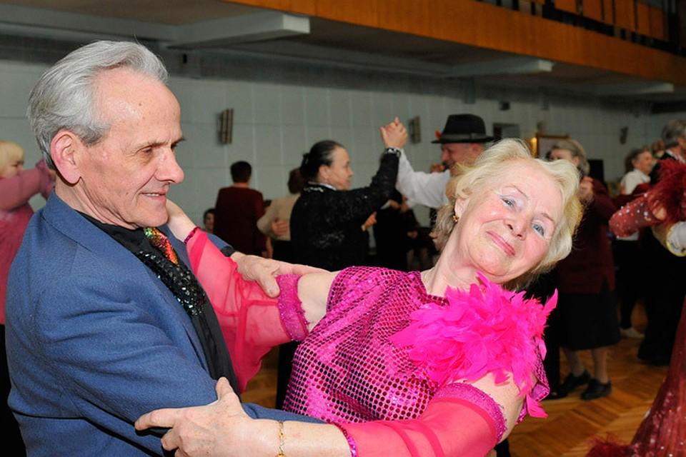Знакомства Пенсионеров Кому За