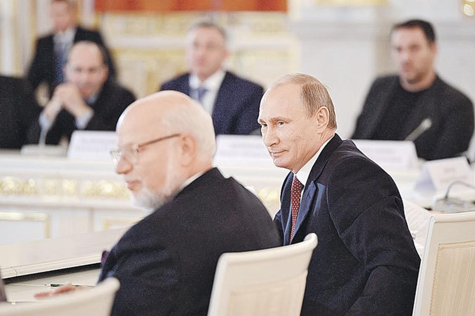 Владимир Путин был удивлен настроением правозащитников. Они призывали его сажать коррупционеров на 20 лет и ввести уголовную статью «за очковтирательство».  На фото слева - глава Совета по правам человека Михаил Федотов.
