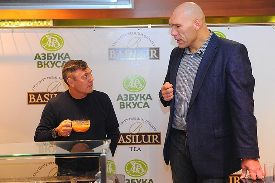 Чемпионы мира по боксу устроили чайную церемонию в Москве