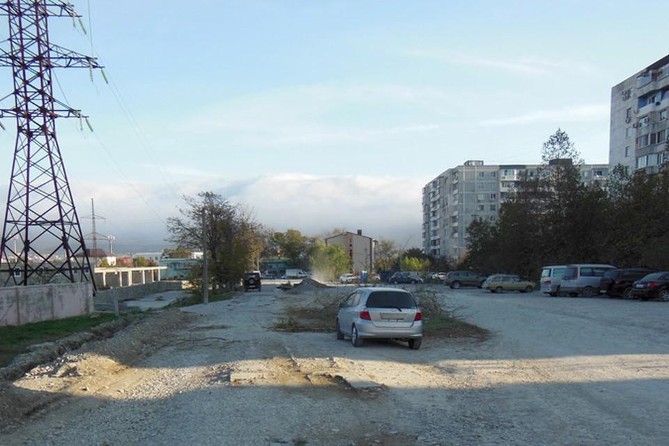 Под этой дорогой находится уникальный исторический слой. Фото: Александр ШИШЛОВ