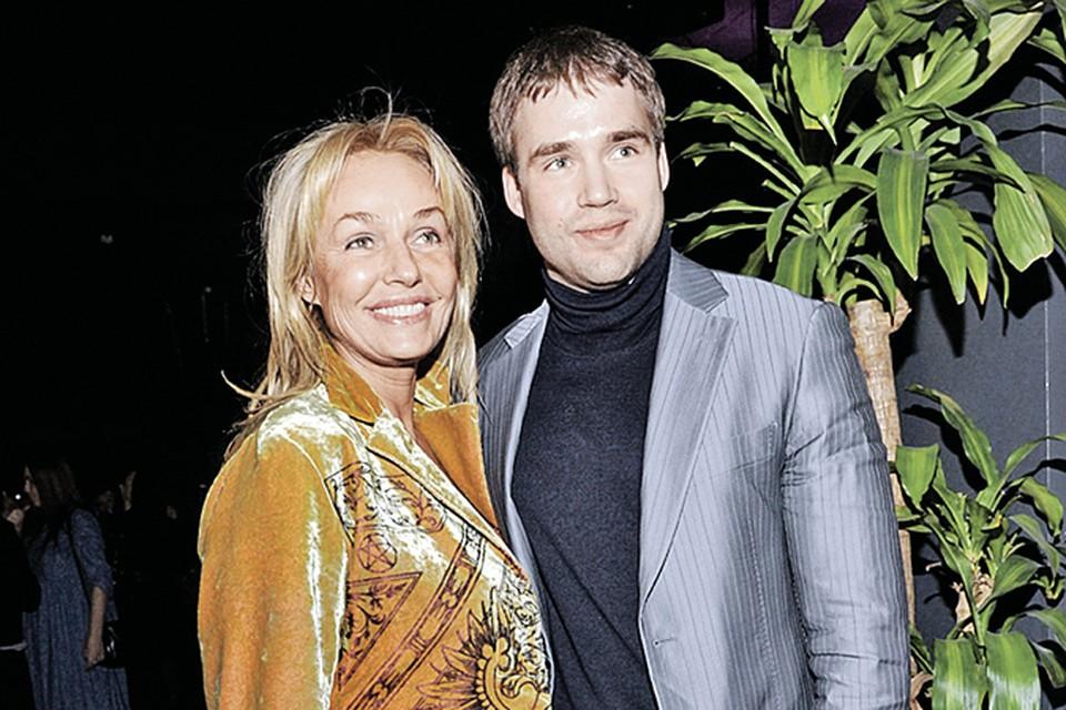 Еще недавно Андрейченко сШеллом были неразлейвода. А теперь мама грозит сыну судом.