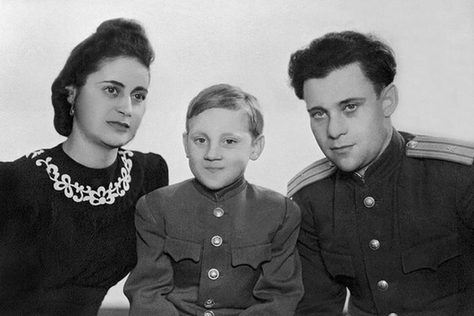 Мама Женя почти в одиночку воспитывала пасынка - Владимира Высоцкого Фото: из семейного архива, собрано Станиславом Садальским