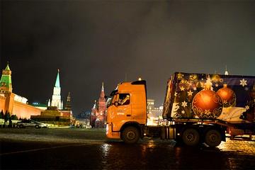 В Кремль доставили Главную новогоднюю ёлку России