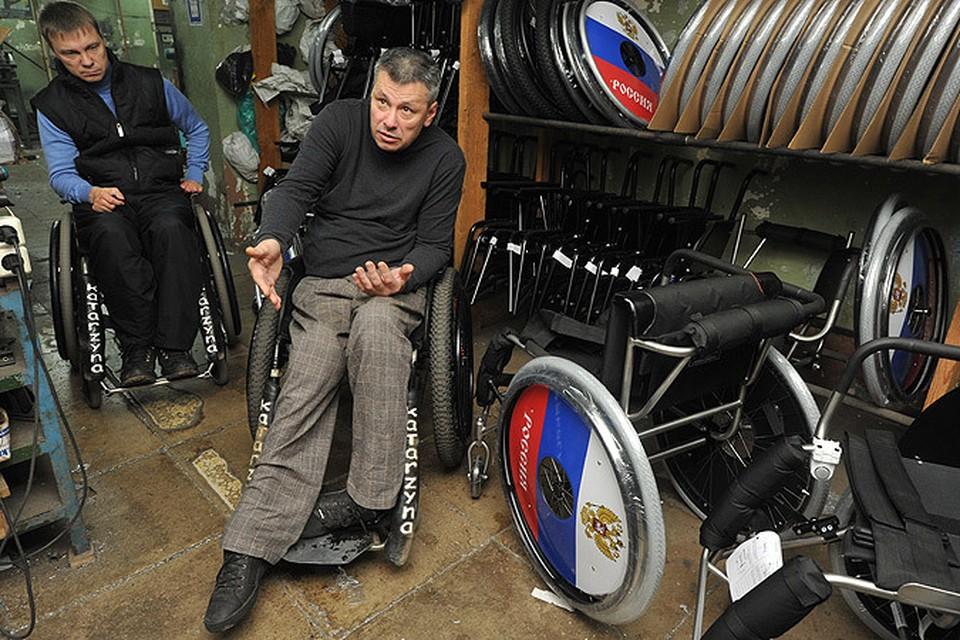 Сейчас государство закупает у предпринимателя-инвалида коляски нового поколения для обеспечения инвалидов-льготников.