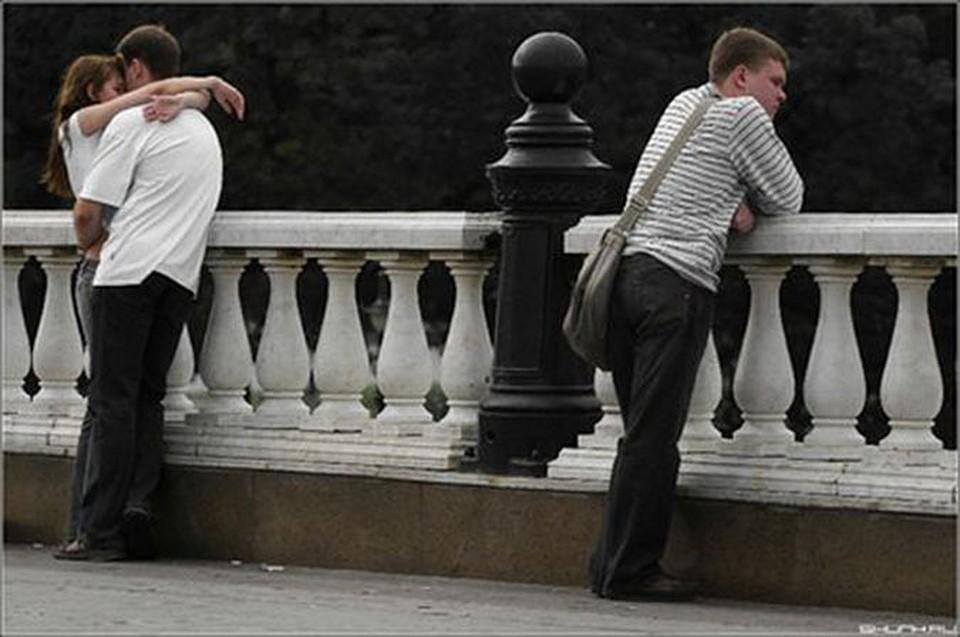 жена привела любовника и издевалась над мужем